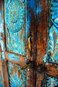 puerta azul marrón mc pinturas